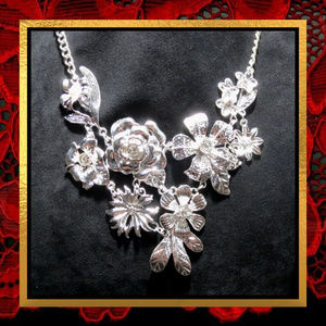 NWOT Silver Flower Statement Necklace #JWL-723
